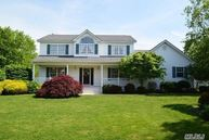 11 Old Neck Ct Manorville NY, 11949