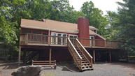 408 Canoebrook Dr Lords Valley PA, 18428