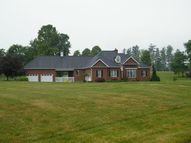 225 Pineview Dr Gallipolis OH, 45631