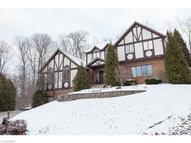 561 Woodbury Dr Akron OH, 44333