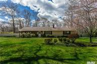 16 Country View Ln East Islip NY, 11730