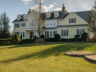 9 Stable Ct East Norwich NY, 11732
