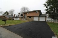 279 Essex St West Babylon NY, 11704