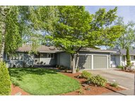 1125 Greenview Dr Woodburn OR, 97071