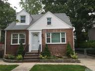 261 Mckee St Floral Park NY, 11001