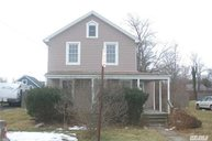 32 Pearl St Patchogue NY, 11772