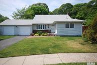 10 Belinda Ct North Babylon NY, 11703