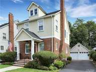 106 St. Marks Pl Roslyn Heights NY, 11577
