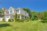 901 Willow Pond Dr Riverhead NY, 11901