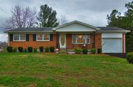 210 Senate Circle Radcliff KY, 40160