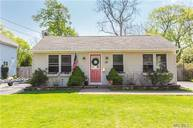 25 Mcconnell Ave Bayport NY, 11705