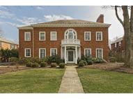 2703 Cranlyn Rd Shaker Heights OH, 44122