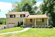 274 Hillcrest Circle Pittsburgh PA, 15237