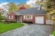 407 Potter Blvd Brightwaters NY, 11718