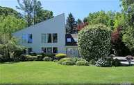 108 Barnyard Ln Roslyn Heights NY, 11577