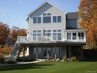 7282 Lakeshore Road 14 Fort Gratiot MI, 48059