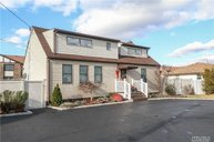 222 West Dr Copiague NY, 11726