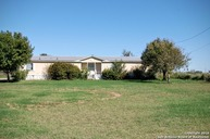 1415 County Road 2005 Pearsall TX, 78061