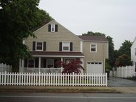 635 Ocean Ave New London CT, 06320