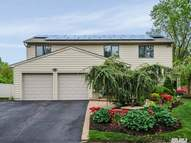 32 Ruth Pl Plainview NY, 11803