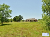 1871 Bridle Path Luling TX, 78648
