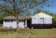515 Meadowbrook Dr Arlington TX, 76010