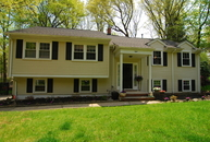 8 Lindabury Ln Morris Plains NJ, 07950