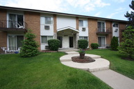 8876 Golf Road, #2b Niles IL, 60714