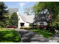 15 Oak Dr Great Neck NY, 11021