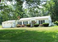 39 North Circle Dr Coldwater MI, 49036