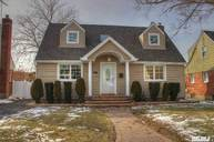 51 Lipton Ln Williston Park NY, 11596