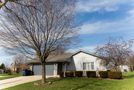 8149 S White Oak Dr Oak Creek WI, 53154