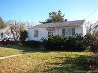 31 Woodlawn Ave Waterford CT, 06385