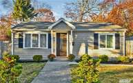 41 Oakwood St Blue Point NY, 11715
