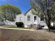 119 Arthur Ave West Babylon NY, 11704