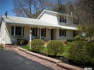 19 Flower Hill Dr Shirley NY, 11967