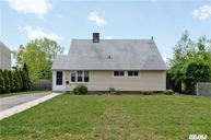 26 Collector Ln Levittown NY, 11756
