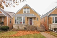 5324 North Melvina Avenue Chicago IL, 60630