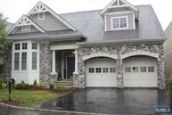 4 Fieldstone Ct Oakland NJ, 07436
