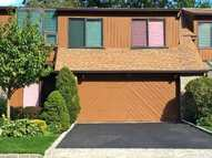 43 Center Ct Roslyn Heights NY, 11577