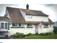 140 Goldenridge Dr Levittown PA, 19057