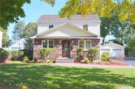 25 Grohmans Ln Plainview NY, 11803
