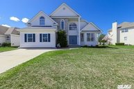 6 Clover Meadow Ct Holtsville NY, 11742
