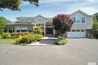 110 Woods Dr Roslyn NY, 11576