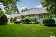 22 Strawberry Ln Huntington NY, 11743