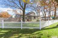 197 Woodycrest Dr Holtsville NY, 11742