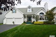 4 Deauville Ct Northport NY, 11768