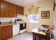 69 Commodore Ln West Babylon NY, 11704