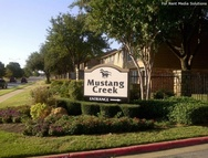 Mustang Creek Townhomes Apartments Arlington TX, 76015