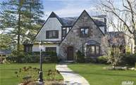 11 Tulip Dr Great Neck NY, 11021